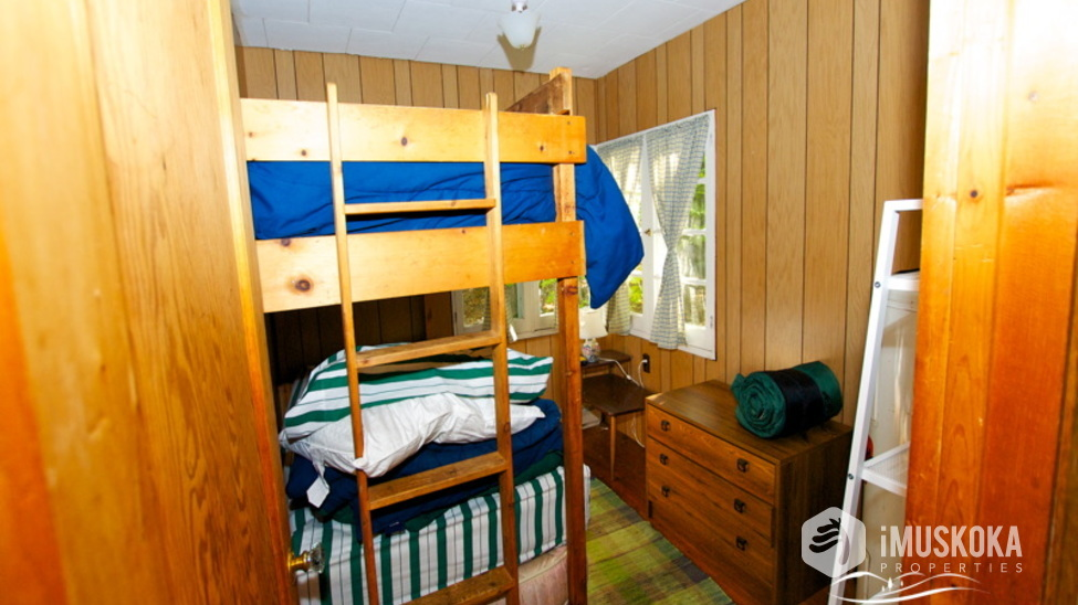Bedroom #3 The bunk room. What Muskoka is all about. Bunk beds, family and fun.