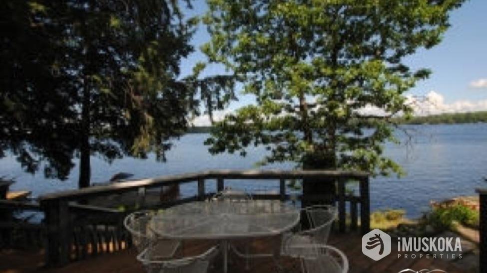 Sitting deck Over looking Lake Muskoka