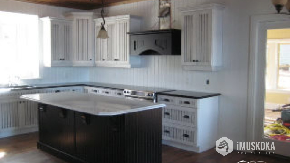 Modern Kitchen Luxury kitchen for a gourmet chef to entertain. Off to right is Muskoka room.