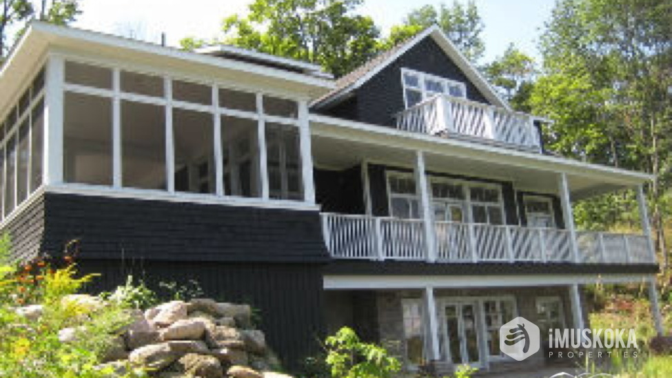 Front of Cottage Muskoka room and classic cottage design.