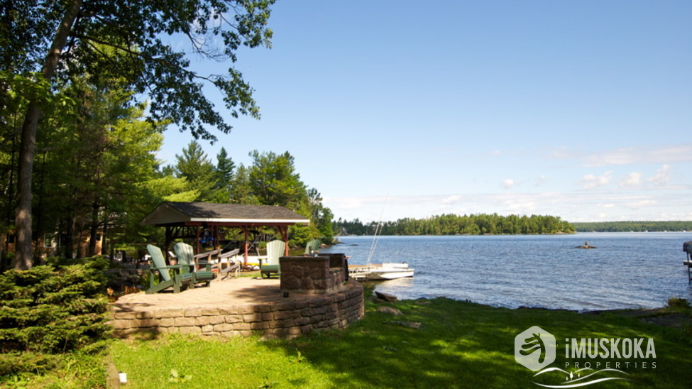 Level Lot great for kids to play at the side of Lake Muskoka. Around the corner from Walkers Point marina.